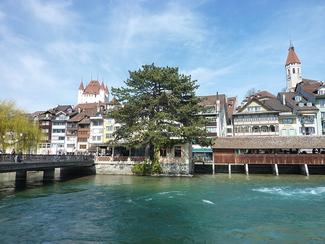 Blick auf Thun mit Schloss und Altstadt